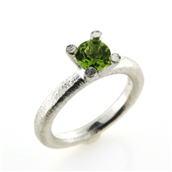 Ring 4 grab. fatning, peridot 6,0 mm. 925s.