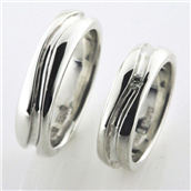 Vielses & Forlovelses ringe, i d- ring 1 brill. 0,05 w/vs.,  5,9*2,3 mm. 925 s.
