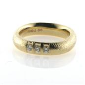 Ring 14 kt. med 3 brillanter a 0,09 ct.